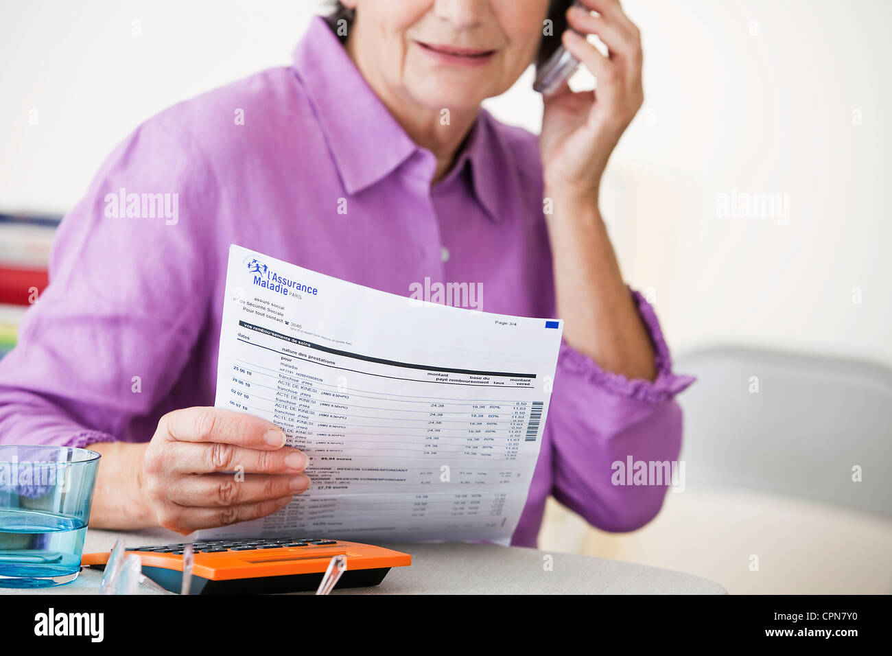 ELDERLY P. FILLING OUT FORMS - Stock Image