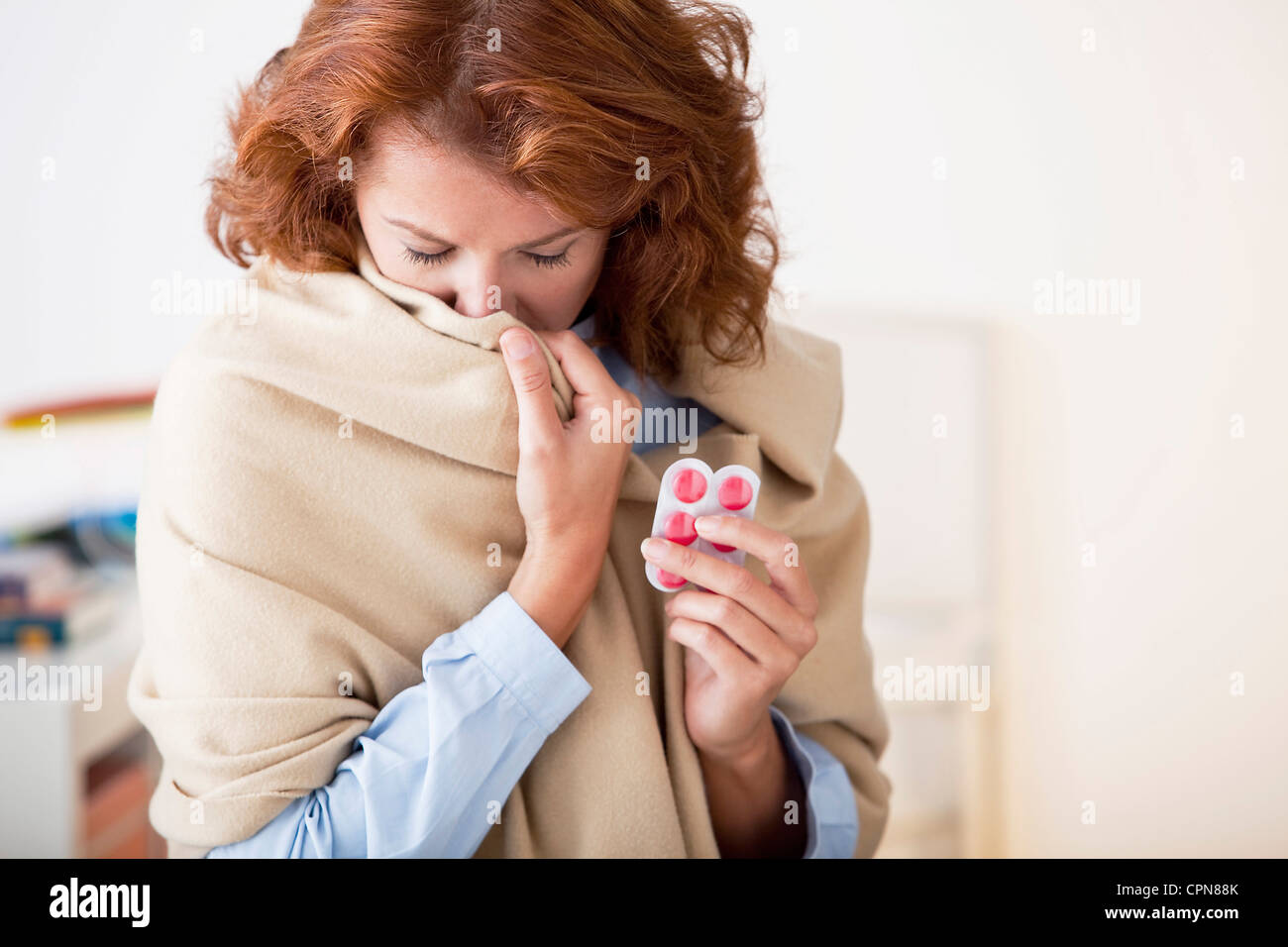 COUGHING TREATMENT WOMAN - Stock Image