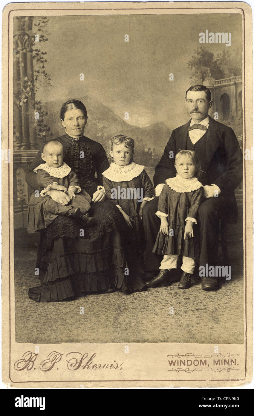 people, family, family Rupp, inscription on the reverse: Heinrich, Margareta, Hanchen, Kati, Theodor Rupp, emigrated - Stock Image