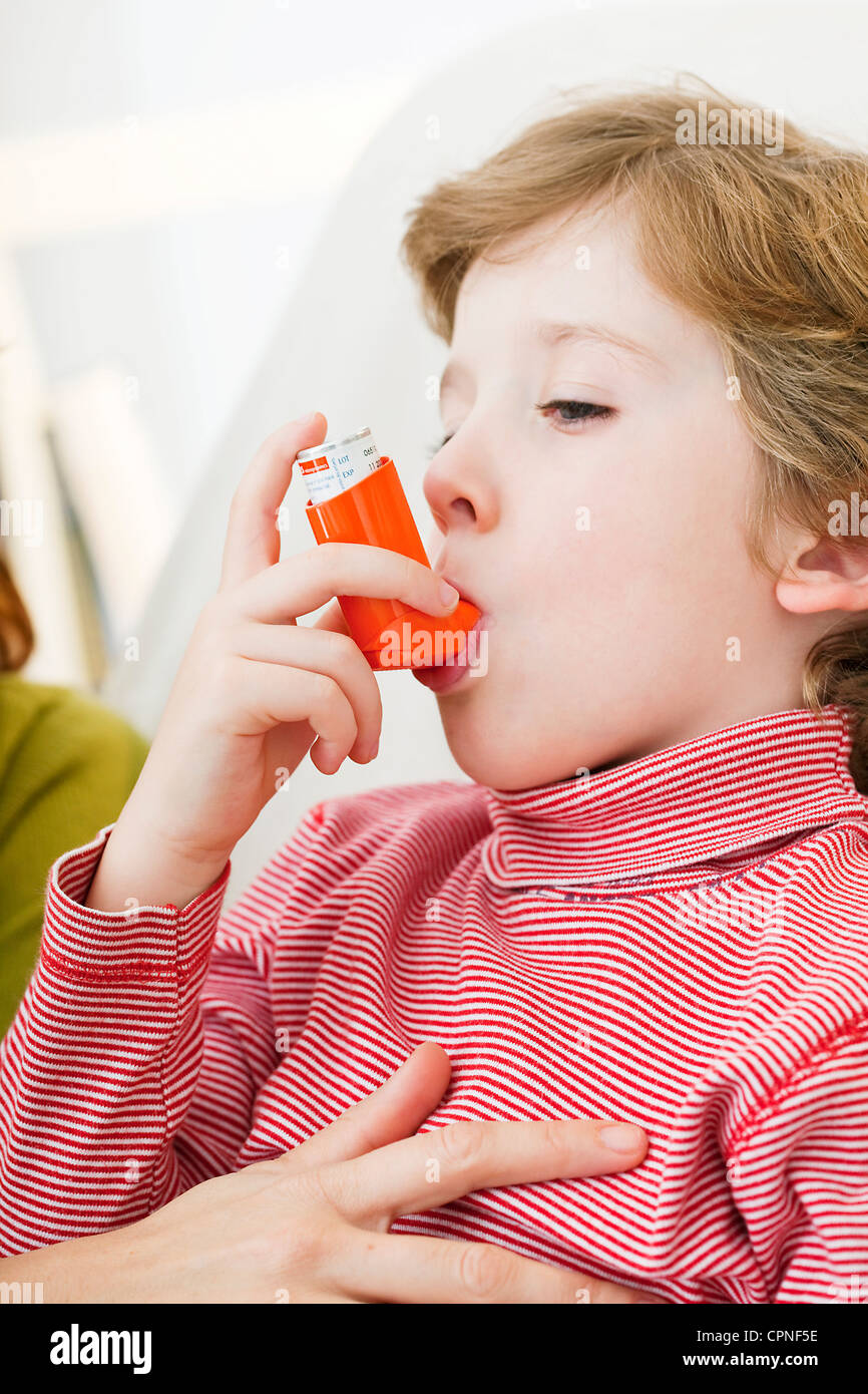 ASTHMA TREATMENT, CHILD - Stock Image
