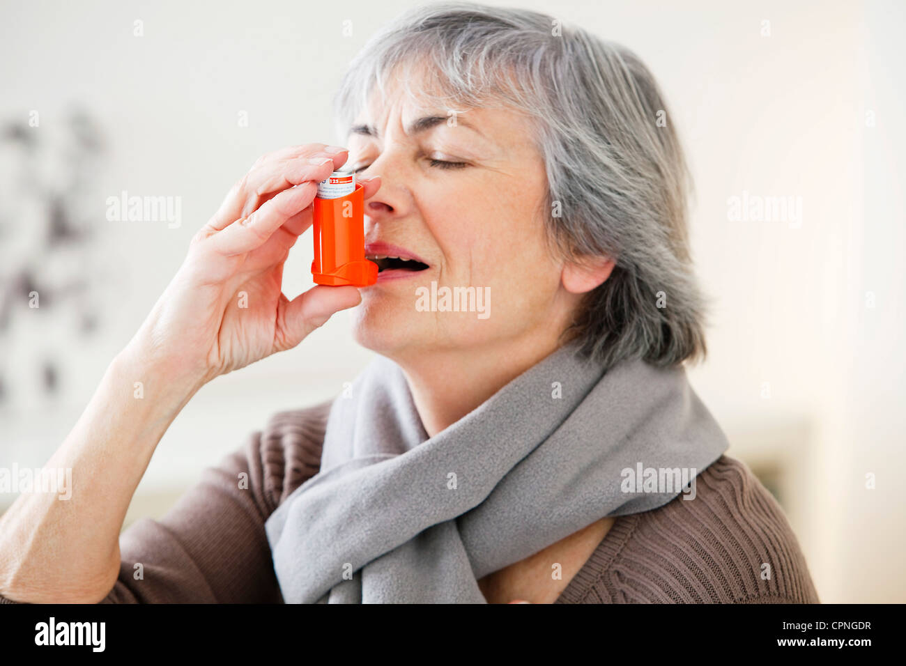 ASTHMA TREATMENT, ELDERLY PERSON - Stock Image