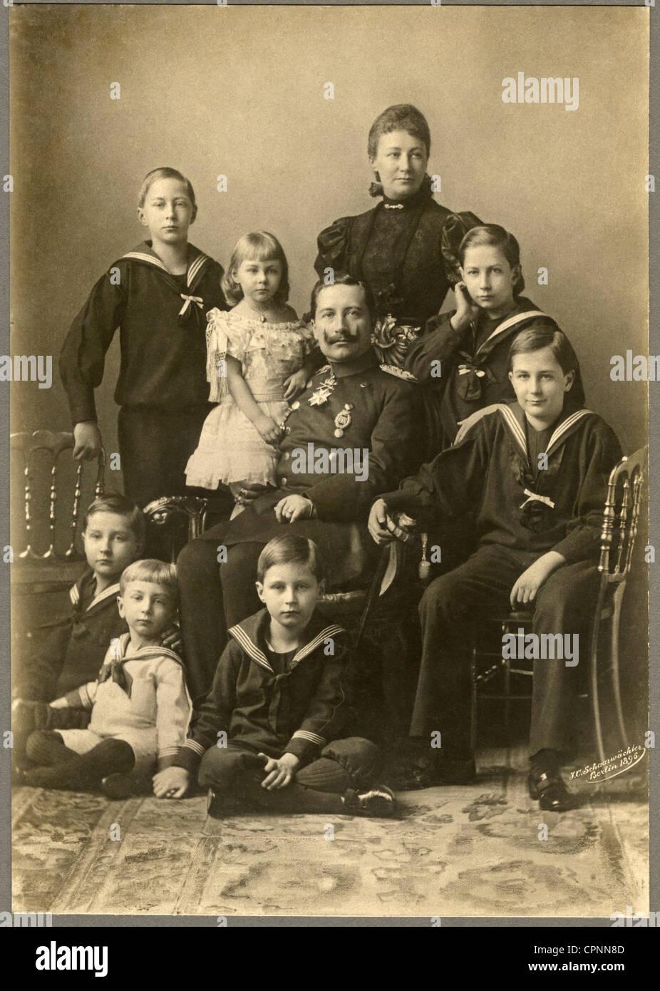William II, 27.1.1859 - 4.6.1941, German emperor 15.6.1888 - 9.11.1918, with Empress Auguste Victoria (1858 - 1921), with her seven children: Crown Prince Frederick Wilhelm (1882 bis 1951), Prince Adalbert (1884-1948), prince Joachim (1890 bis 1920), Princess Viktoria-Luise (1892 bis 1980), Prince August Wilhelm (1887-1949), Prince Eitel Friedrich (1883-1942), prince Oskar (1888 bis 1958), Berlin, Germany, 1896, Stock Photo