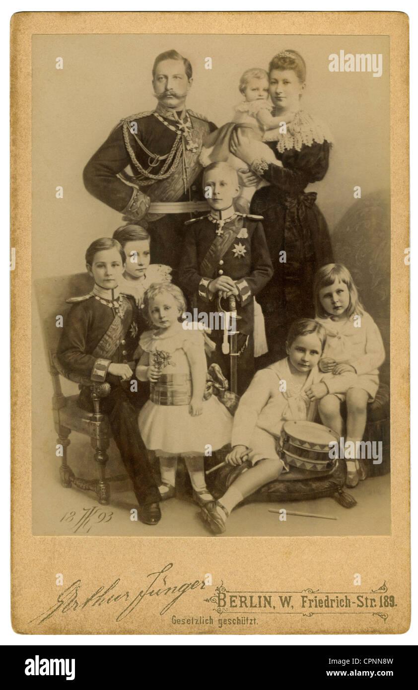 William II, 27.1.1859 - 4.6.1941, German emperor 15.6.1888 - 9.11.1918, with Empress Auguste Victoria (1858 - 1921), with her seven children: Crown Prince Frederick Wilhelm (1882 bis 1951), Prince Adalbert (1884-1948), prince Joachim (1890 bis 1920), Princess Viktoria-Luise (1892 bis 1980), Prince August Wilhelm (1887-1949), Prince Eitel Friedrich (1883-1942), prince Oskar (1888 bis 1958), Germany, 1893, Stock Photo
