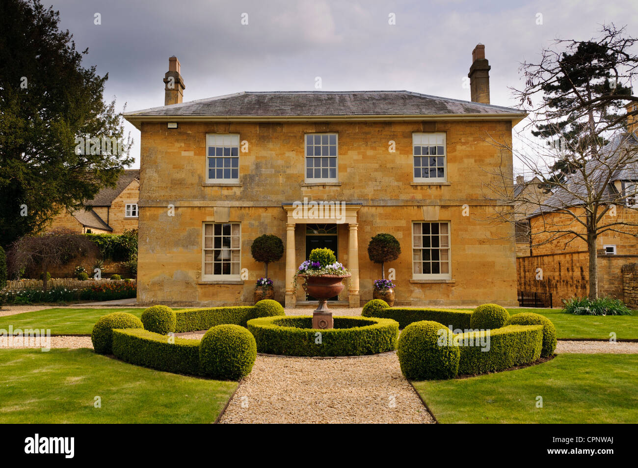 Perfectly symmetrical honey coloured Cotswold stone house and its front garden Broadway Worcestershire & Symmetrical House Stock Photos \u0026 Symmetrical House Stock Images - Alamy