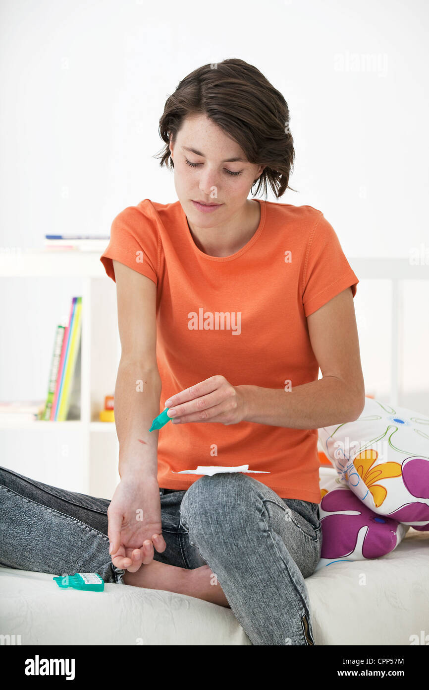 WOUND CARE, WOMAN - Stock Image
