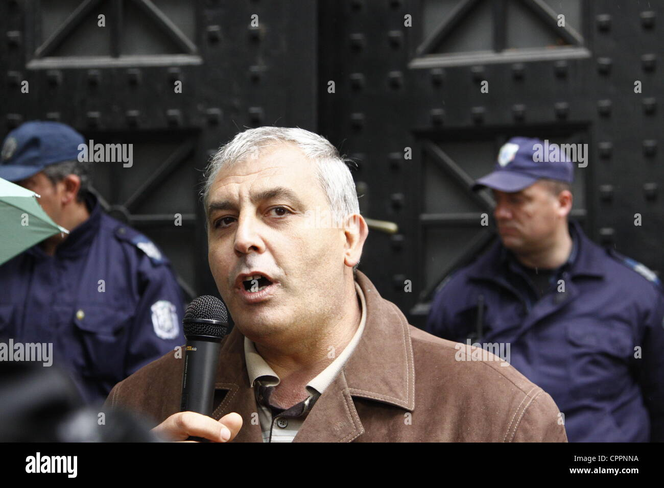 Petar Bunev, head of the Railway Workers Union, talking to the protesters in front of the Transport Ministry. Bunev - Stock Image