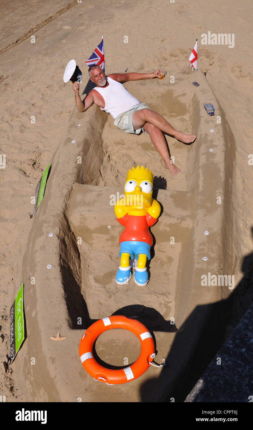 Sand Sculpture and artist, Queens Walk, London, UK - Stock Image