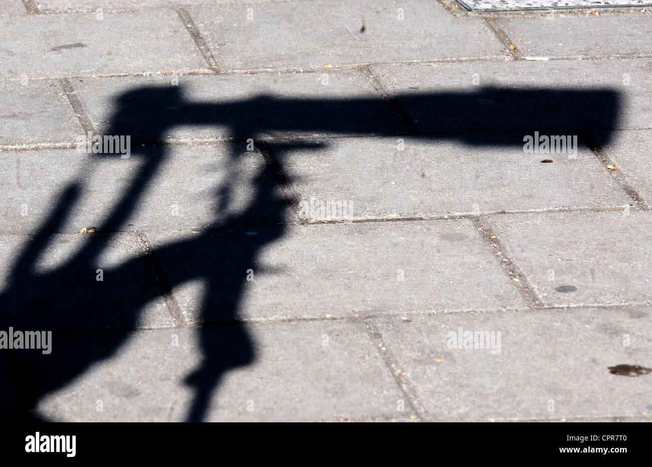 Shadow of long lens of press photographer - Stock Image