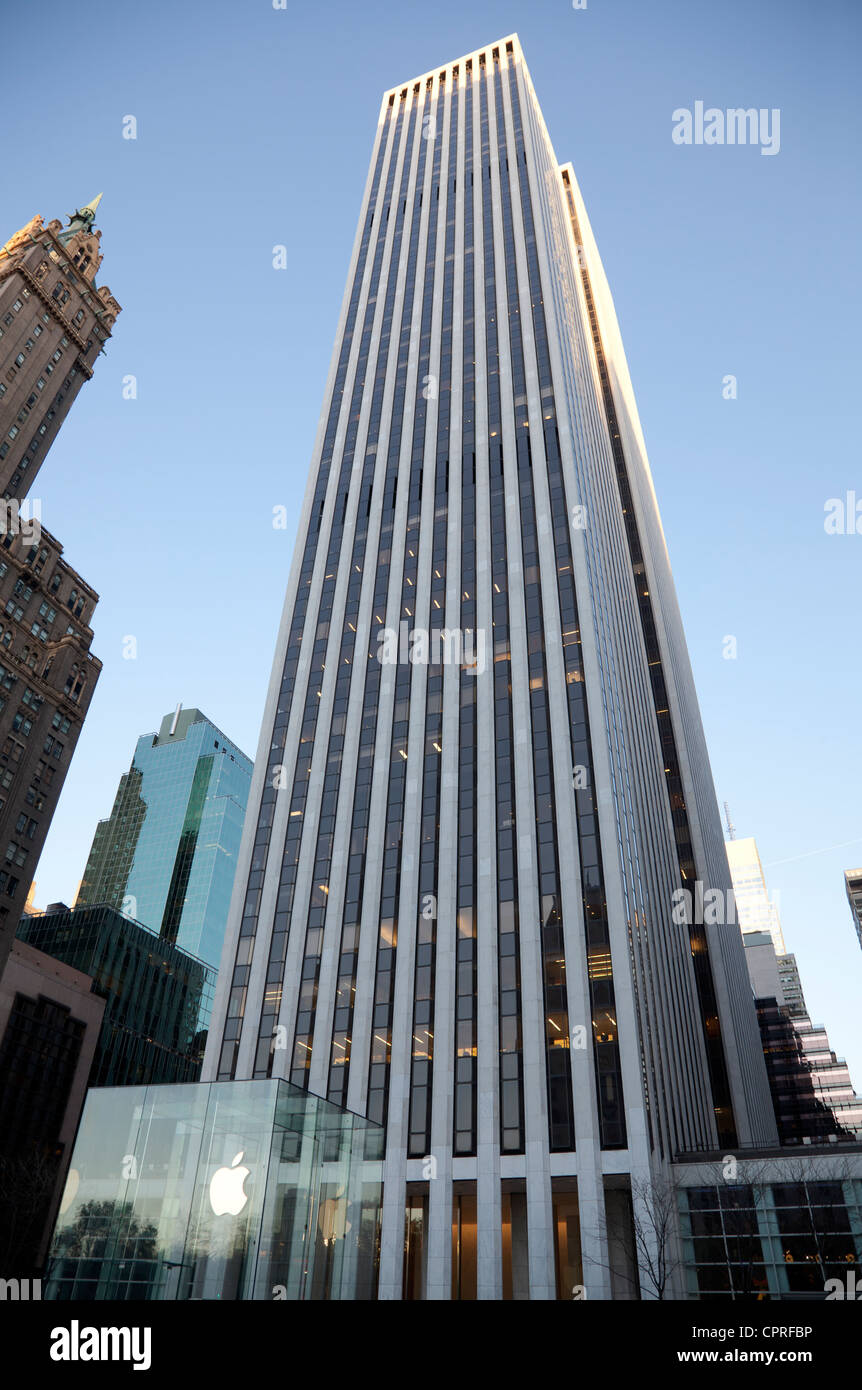 General Motors Building on Fifth Avenue in Manhattan, New York City Stock Photo