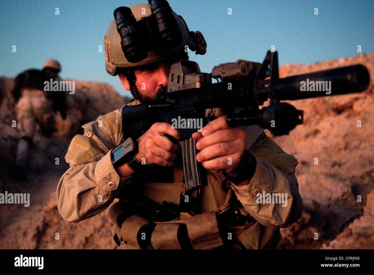 US Navy SEALs during desert combat training - Stock Image