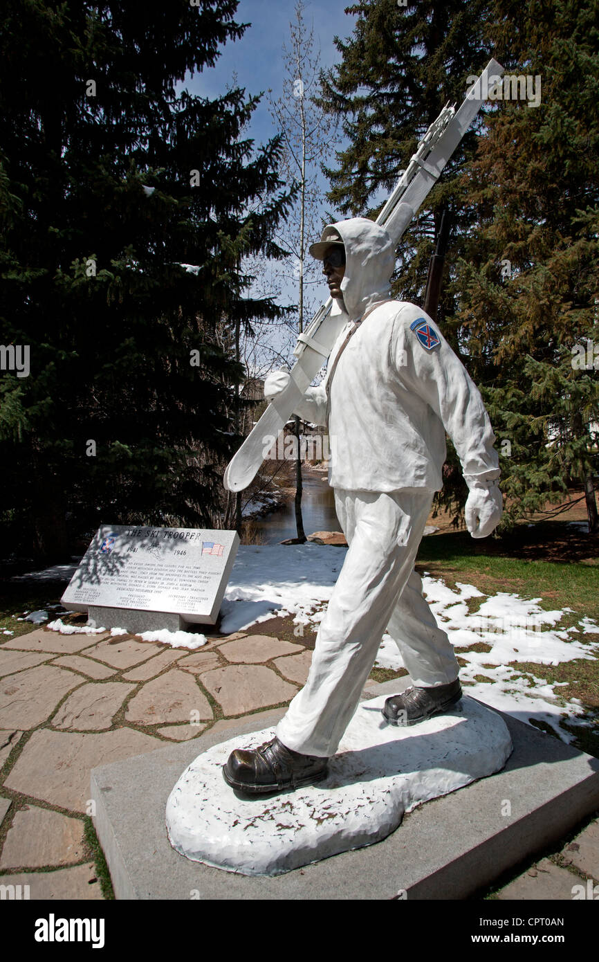 10th Mountain Division Soldier Statue - Vail Village - Vail, Colorado USA - Stock Image