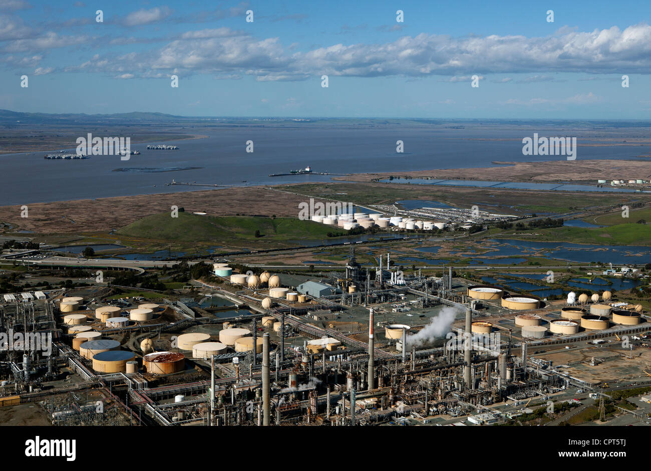 Shell Oil Refinery Stock Photos & Shell Oil Refinery Stock