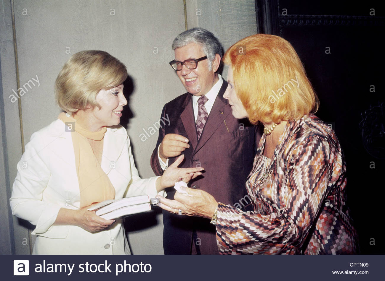 Kindler, Helmut, 3.12.1912 - 15.9.2008, German publisher, with wife Nina and Anneliese, Rothenberger during introduction - Stock Image