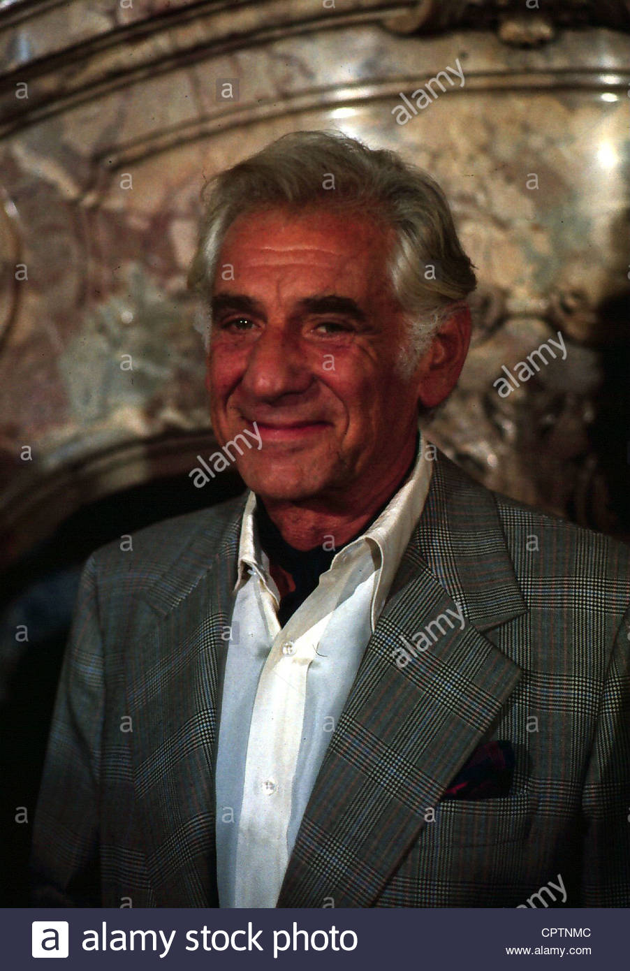Bernstein, Leonard, 25.8.1918 - 14.10.1990, US conductor, composer, portrait, late 1980s, smiling, - Stock Image