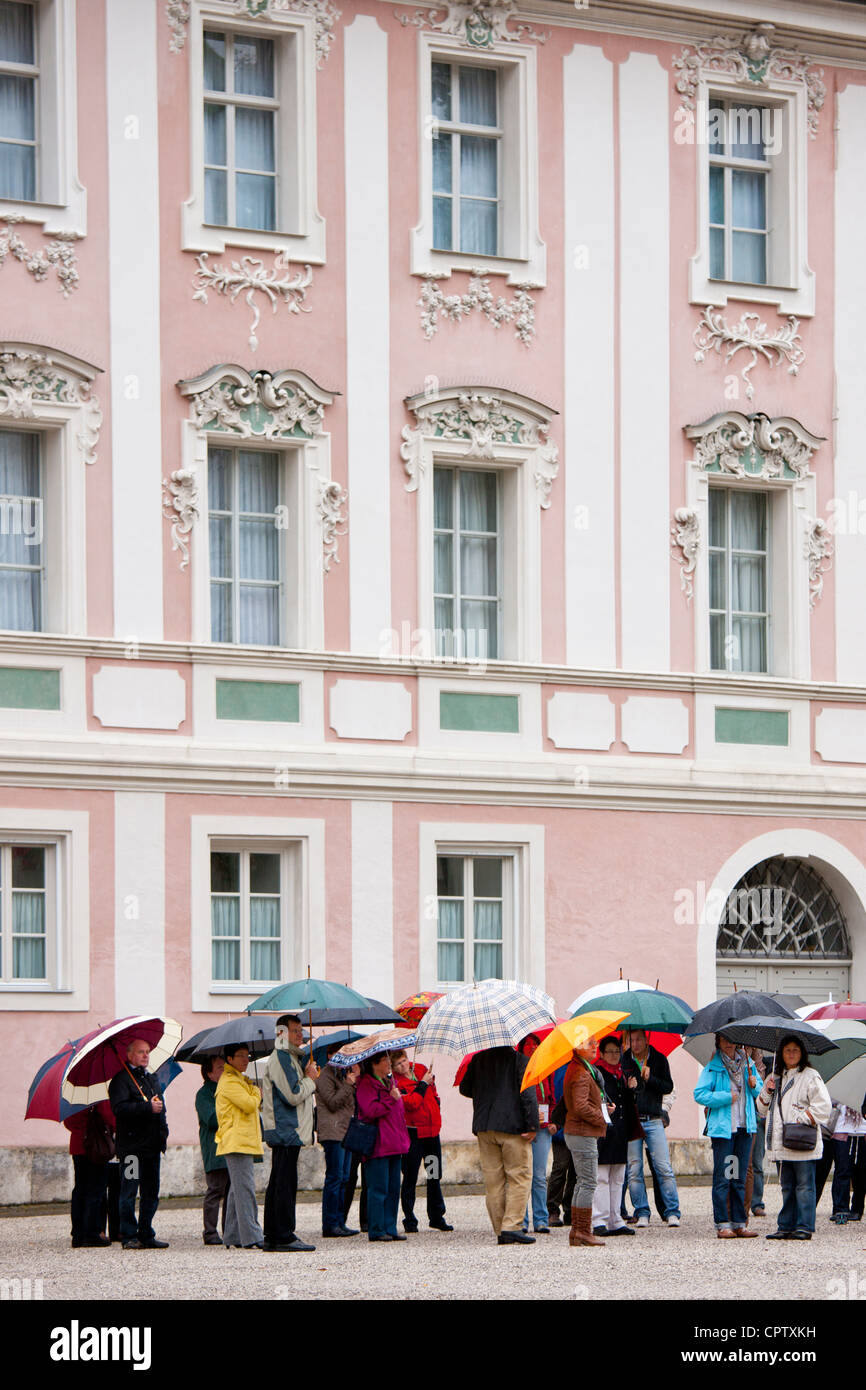 Tourists visit Konigliches Schloss in Schlossplatz, Berchtesgaden in Baden-Wurttenberg, Bavaria, Germany - Stock Image
