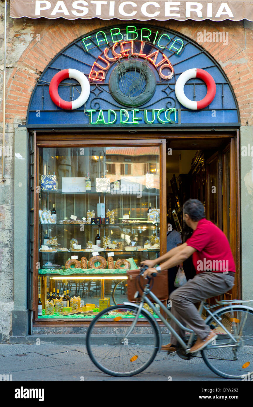 Fabbrica Taddeucci patisserie shop and cafe in Piazza San Michele, Lucca, Italy - Stock Image