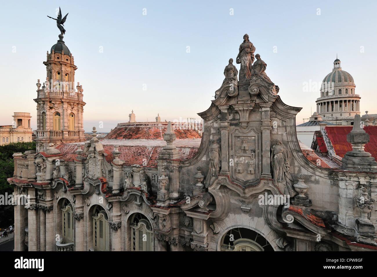 Havana. Cuba. View across the rooftop of the Gran Teatro de la Habana & the dome of the Capitolio (right). - Stock Image