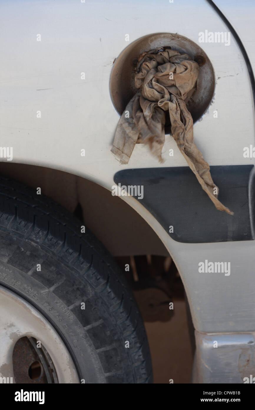 Mallorca, 20120528, Auto ohne Tankdeckel, Abdichtung mit einem Lappen - Stock Image