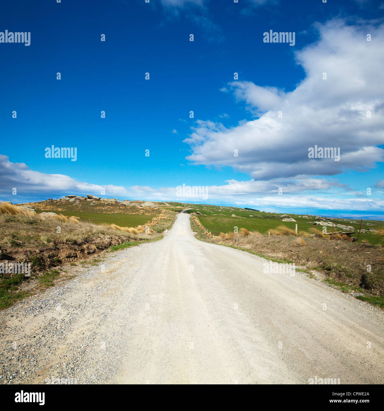 Country road in the high country of Central Otago, New Zealand. - Stock Image