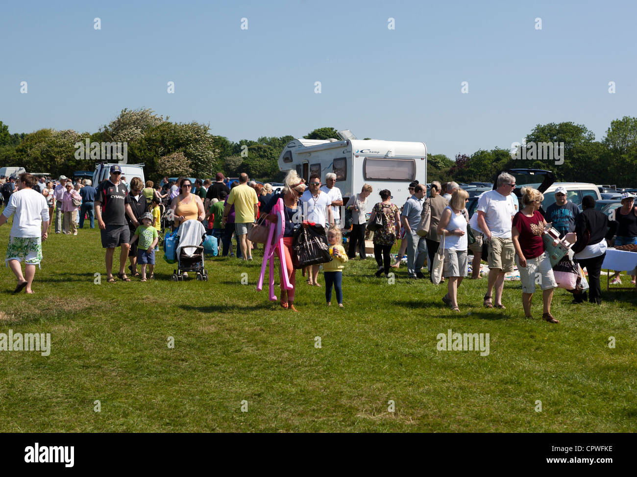 Shoppers at Car Boot Sale Sully - Stock Image