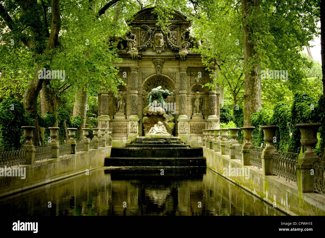Photo Fontaine De Jardin medici fountain or fontaine de medicis, jardin du luxembourg