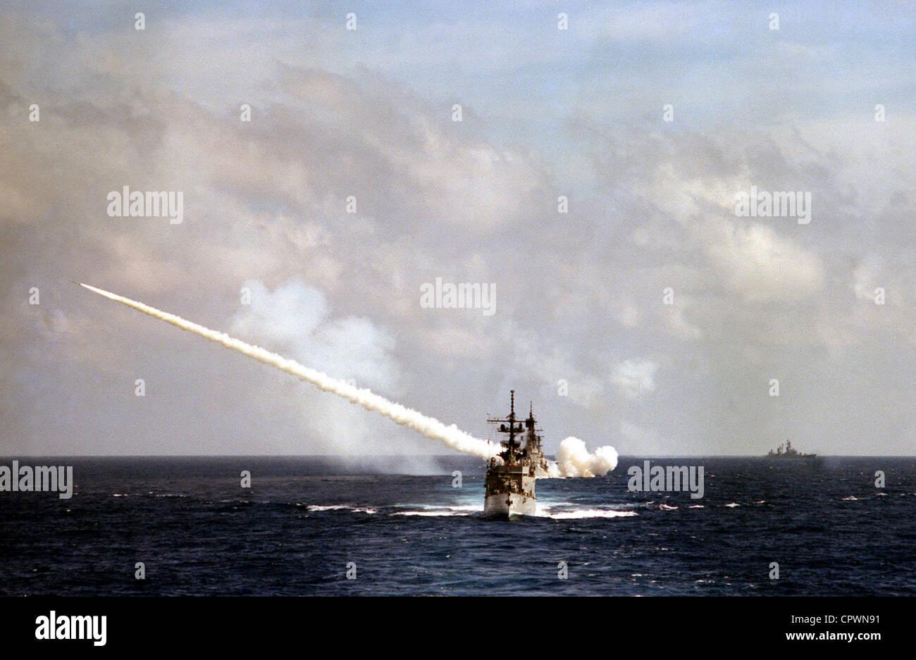 US NAVY USN USS FARRAGUT GUIDED MISSLE DESTROYER 8X12 PHOTOGRAPH DDG-37