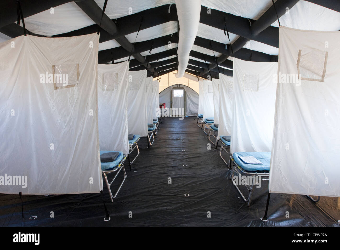 Emergency Medical Task Force temporary medical beds during training exercise for disaster - Stock Image