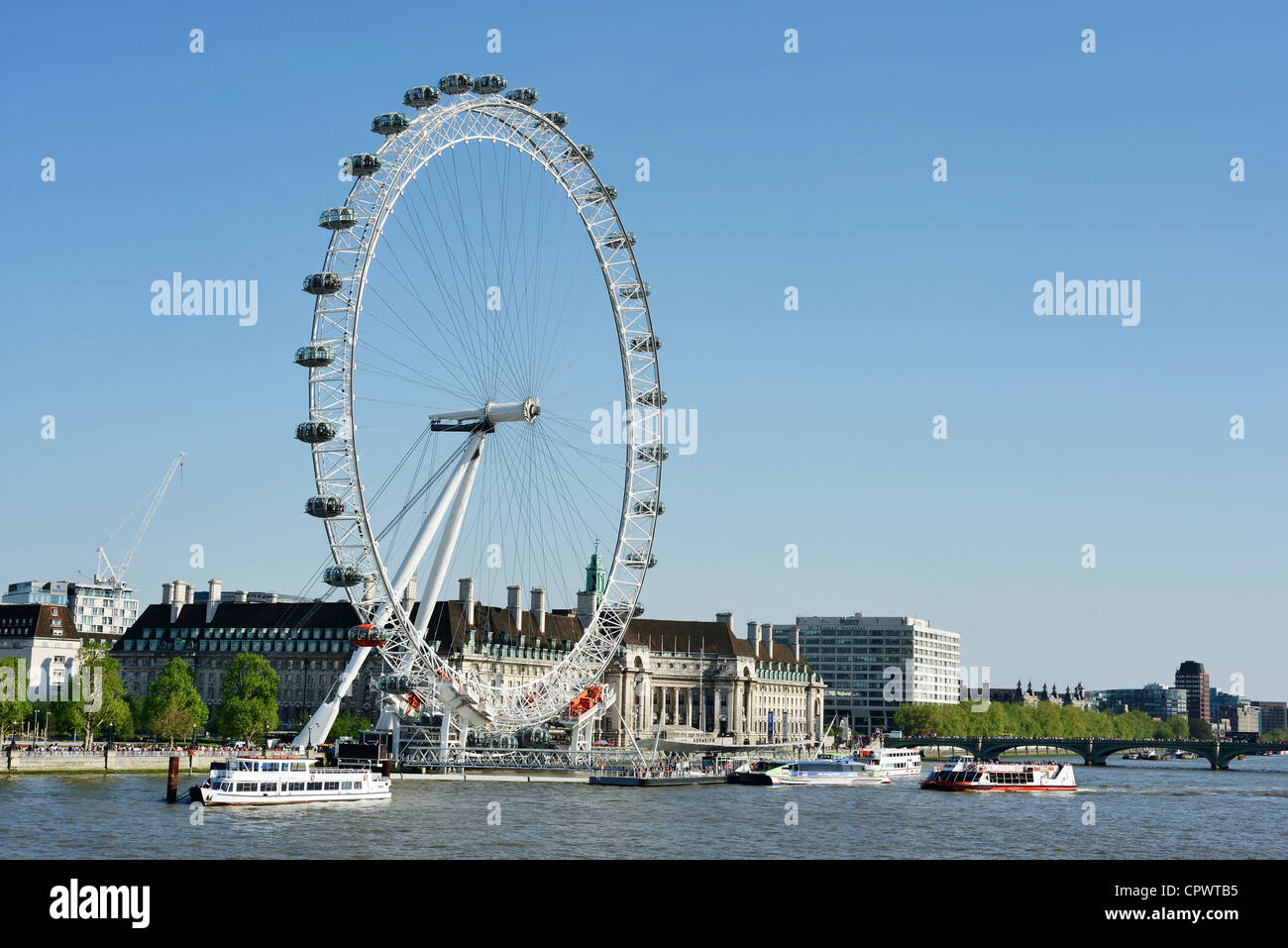 The London Eye seen from Victoria Embankment - Stock Image