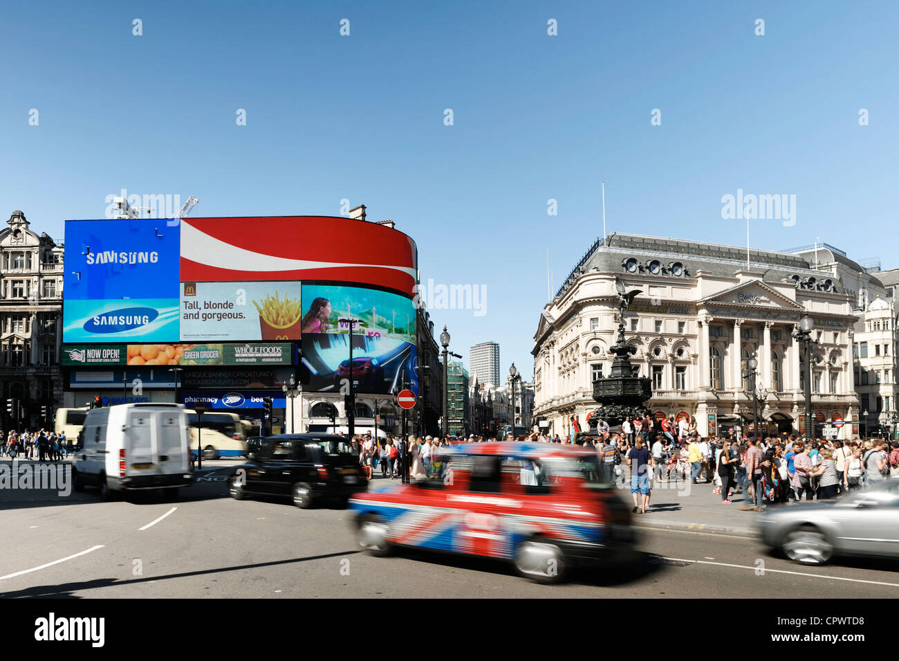 Crowds of tourists and traffic at Piccadilly Circus in central London - Stock Image