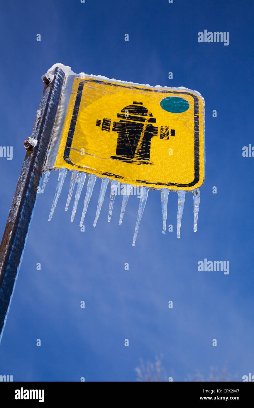 Fire hydrant sign and icicles - Stock Image