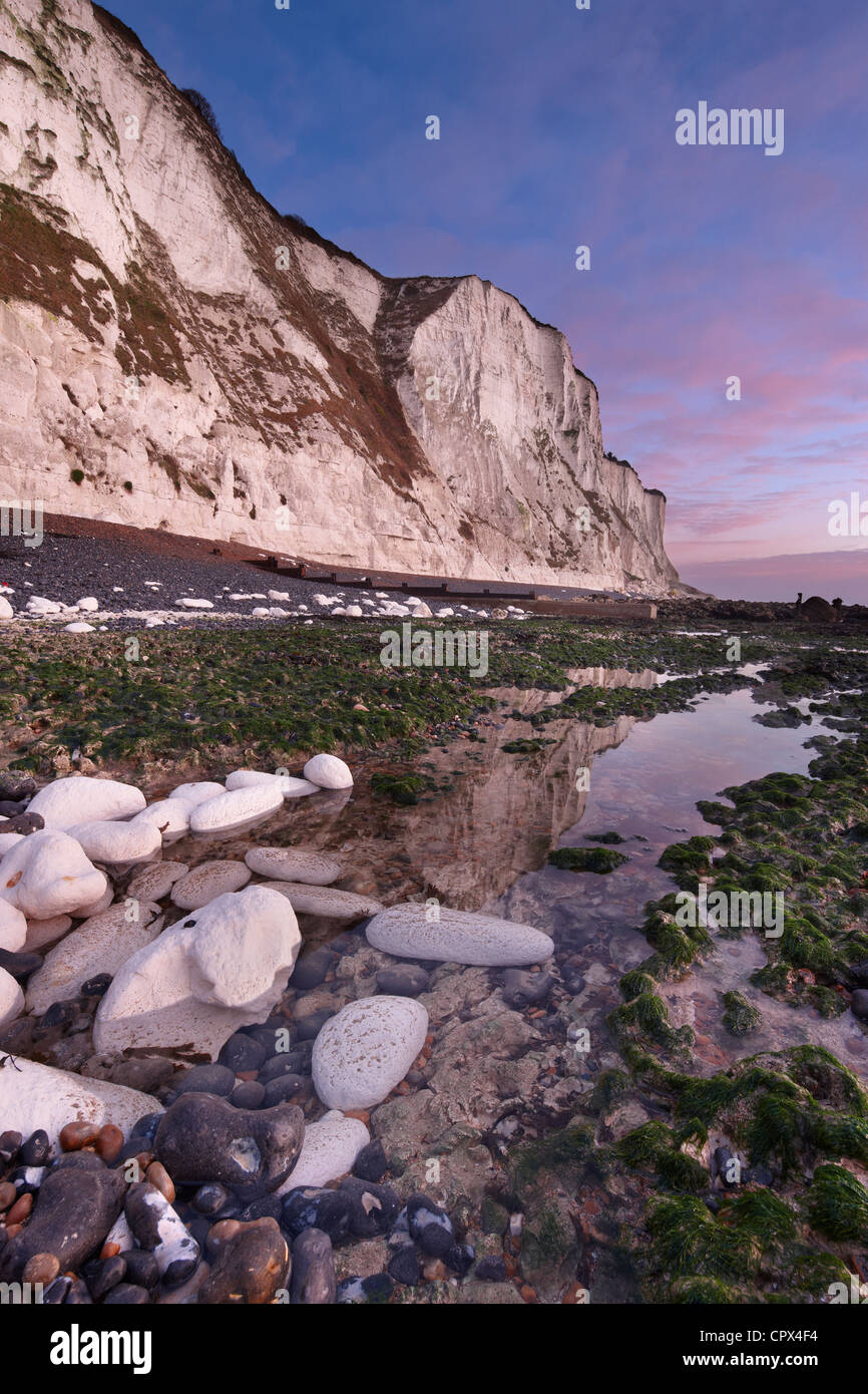 the White Cliffs of Dover at dawn, St Margaret's Bay, Kent, England - Stock Image