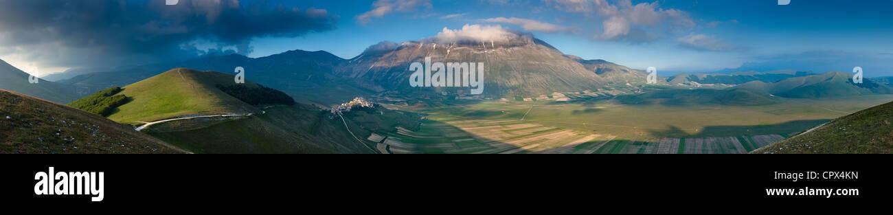 a-180 degree panorama of the Piano Grande with Castelluccio & Monte Vettore, Monti Sibillini National Park, - Stock Image