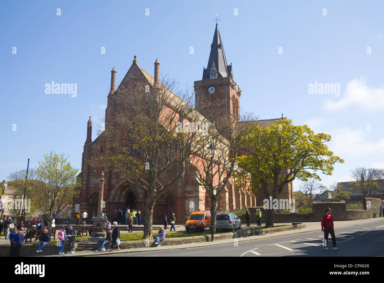 Kirkwall Orkney Islands Front view of impressive St Magnus' Cathedral crowded with visitors - Stock Image