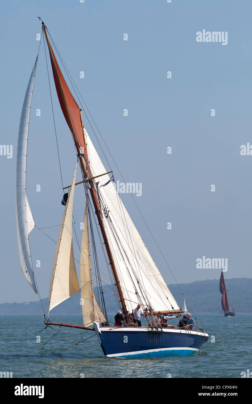 Old Gaffer tanned sail sailing in Yarmouth Festival Jubilee nostalgic Celebrations - Stock Image