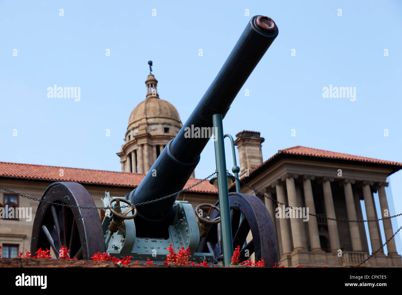Pretoria Parliament buildings, with Canon on foreground - Stock Image