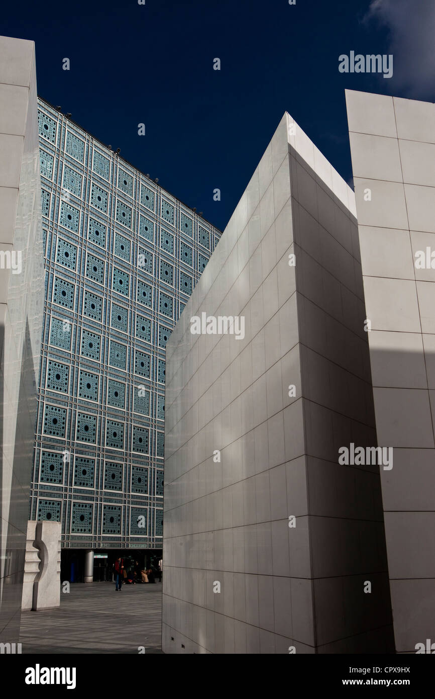Exterior of the Institut du Monde Arabe (IMA) or Arab World Institute (AWI), Paris, France by Architect Jean Nouvel. - Stock Image