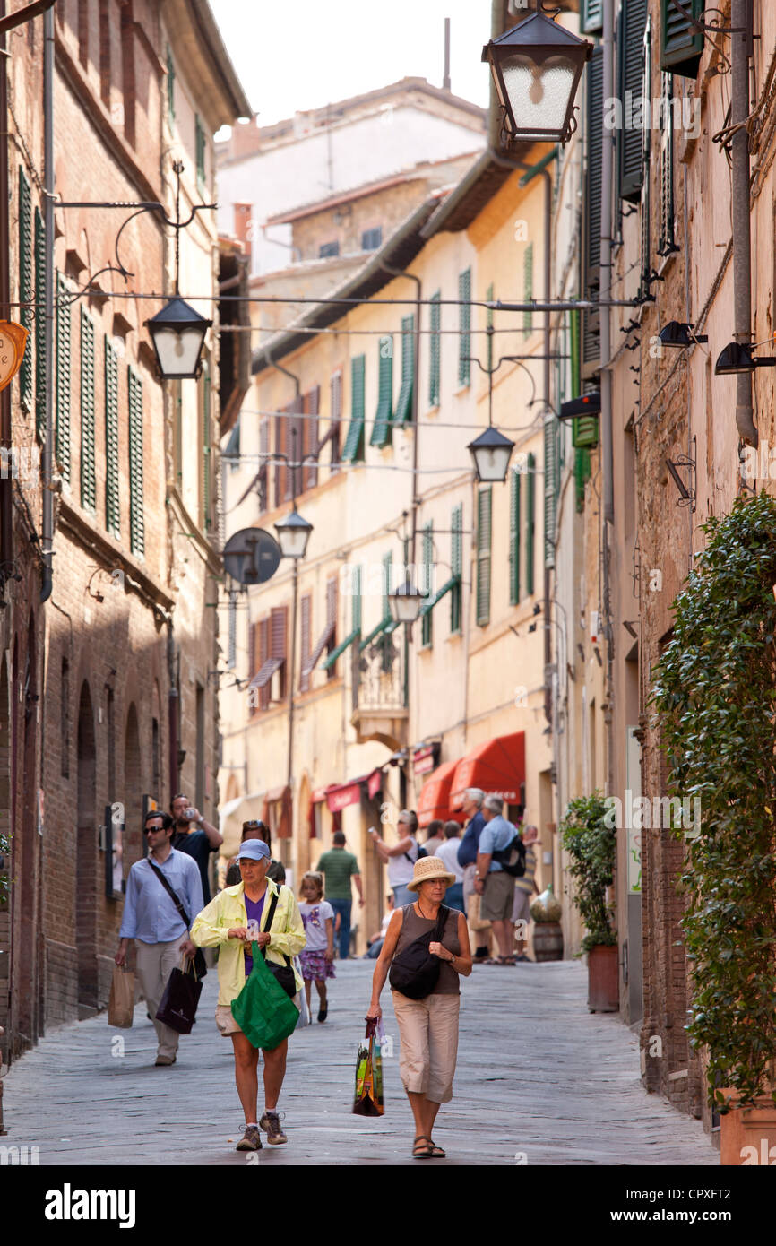Street scene in ancient hill town of Montalcino in Val D'Orcia, Tuscany, Italy - Stock Image