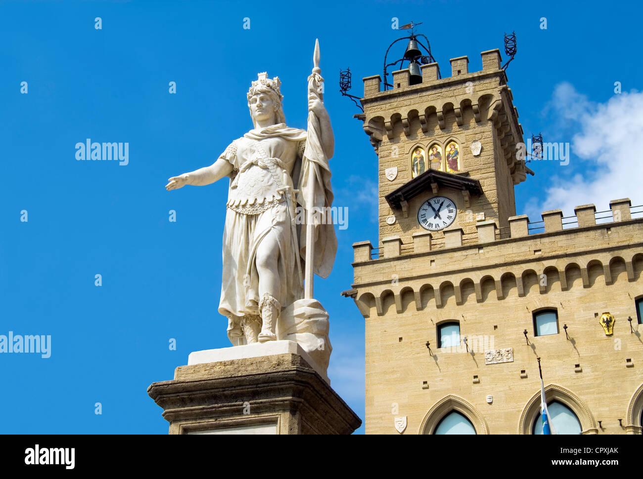 Statua della Libertà and the Palazzo Publico, historical town center of San Marino - Stock Image
