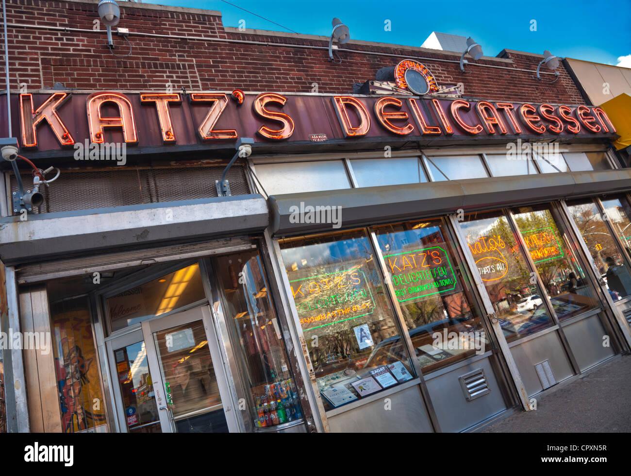 Katz's deli in New York City. Made famous in the film When Harry Met Sally - Stock Image