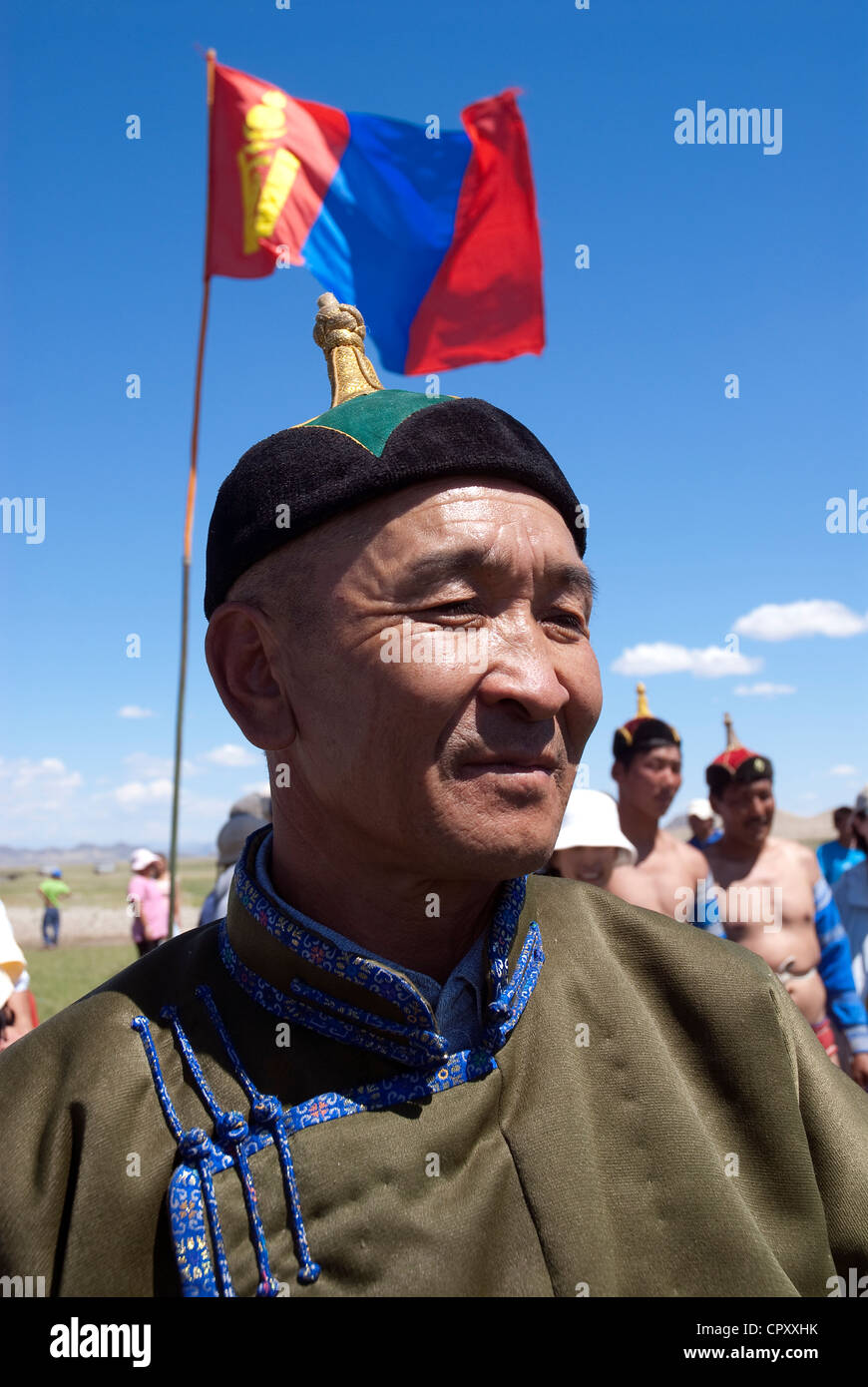 Mongolia, National Festival of Naadam, wrestlers in front of the Mongol flag - Stock Image