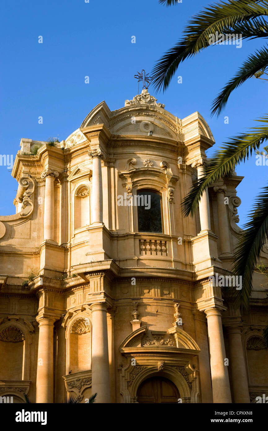 Italy, Sicily, Noto, Baroque town listed as World Heritage by UNESCO, Piazza XVI Maggio, San Domenico Church - Stock Image