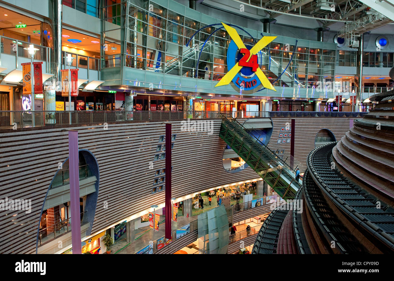 Taiwan, Taipei, Commercial Center Core Pacific City by the architect Jon Jerde - Stock Image