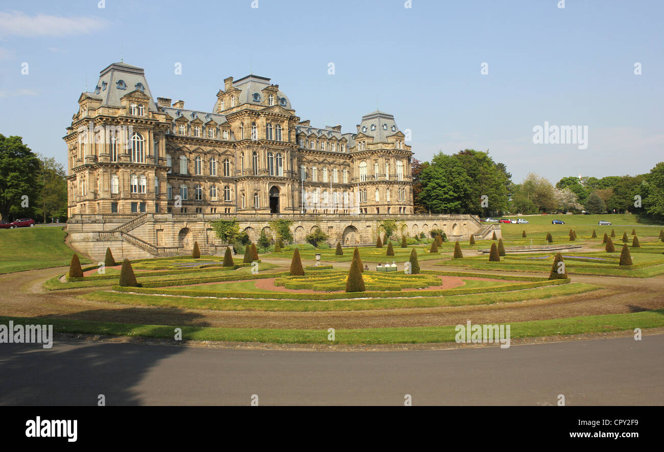 Bowes Museum, Barnard Castle, County Durham, North East England. 23rd May 2012 - museum and formal gardens. - Stock Image