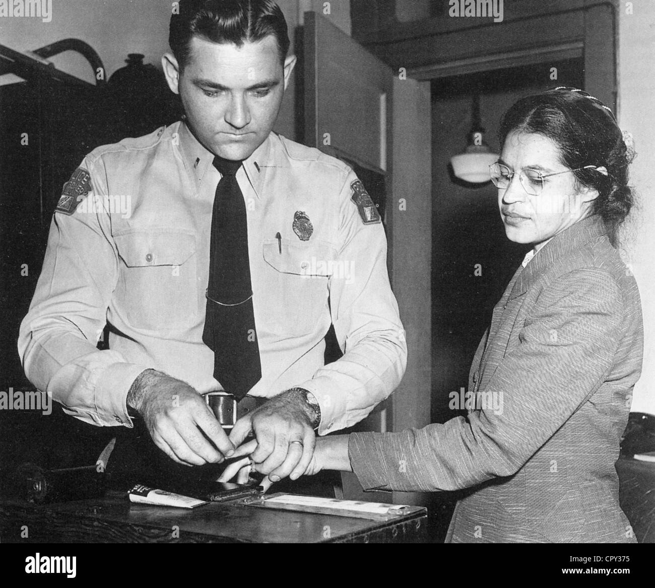 ROSA PARKS (1913-2005) Afro-American civil rights activist has her fingerprints taken after her bus segregation - Stock Image