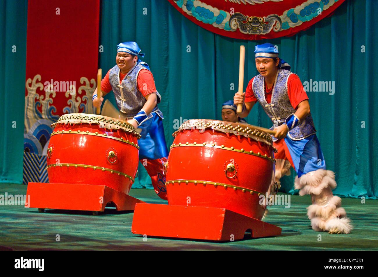 Taiwan, Taipei, Taiwan Cement Hall, Taipei Eye, drummers during a Chinese Opera show - Stock Image