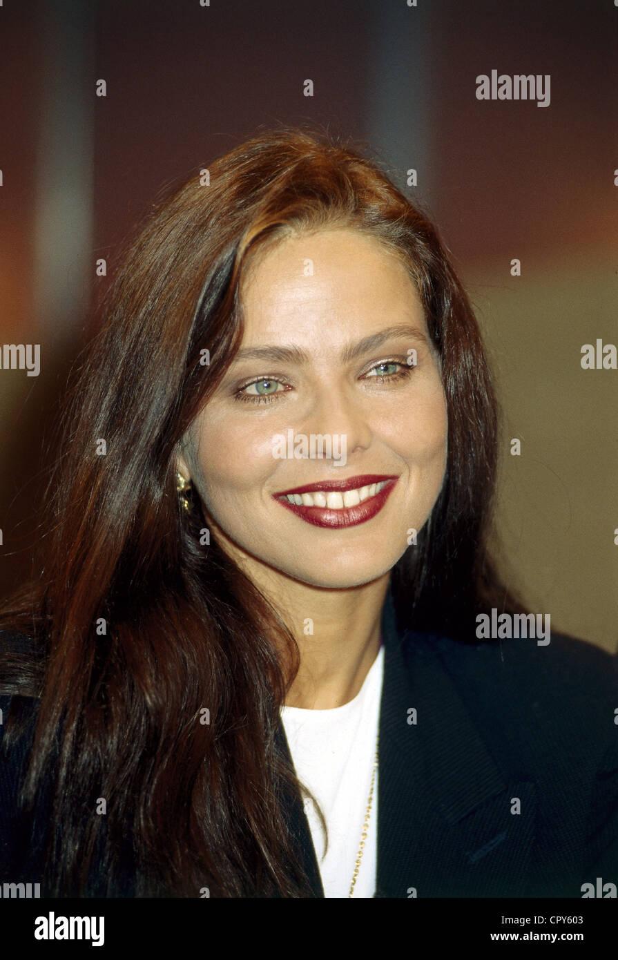 foto Ornella Muti (born 1955)