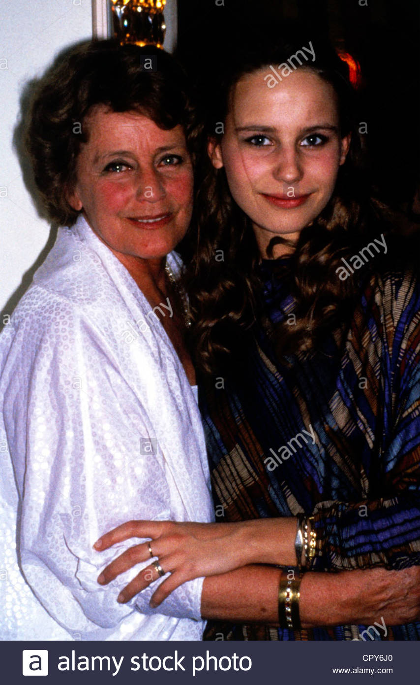 Schell, Maria, 15.1.1926 - 26.4.2005, German actor, with her daughter Marie Theres Relin, half length, 1980s, Kroetz - Stock Image