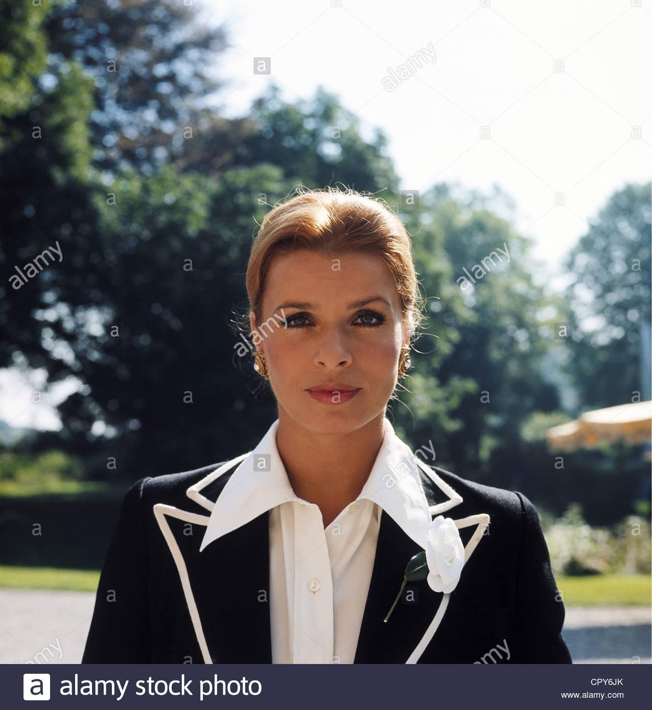 Berger, Senta, * 13.5.1941, Austrian actress, portrait, circa 1980, fashion, collar, - Stock Image