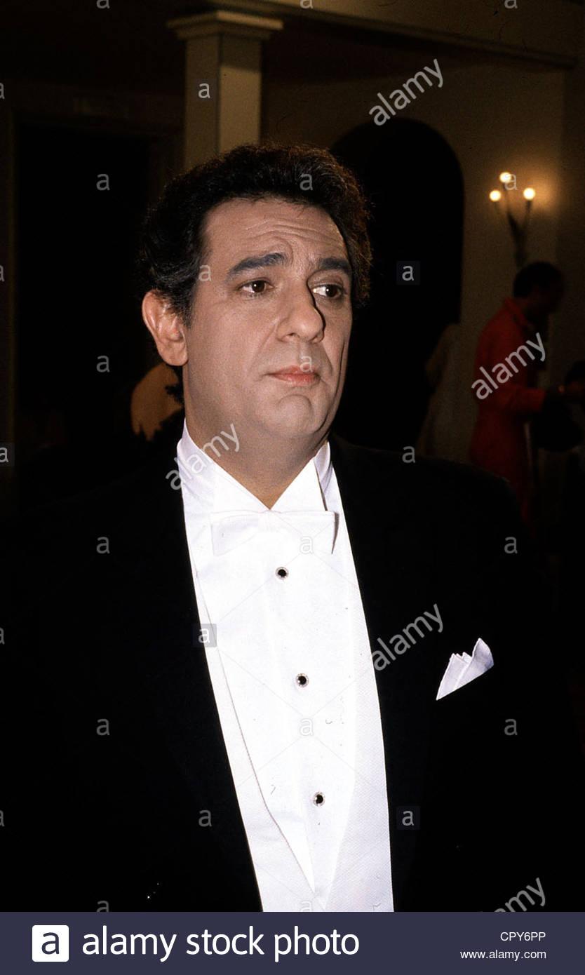 Domingo, Placido, * 21.1.1941, Spanish opera singer, portrait, late 1980s, dinner jacket, - Stock Image