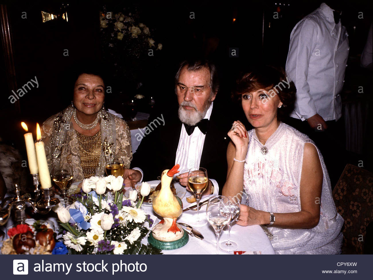 Wicki, Bernhard, 28.10.1919 - 5.1.2000, Swiss actor / director, group picture, with his wife Agnes Fink and Caterina - Stock Image
